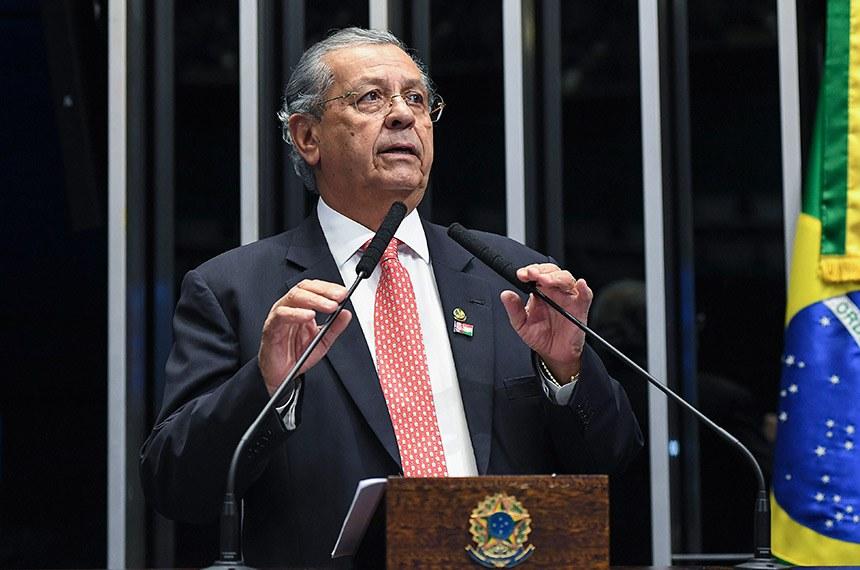 Plenário do Senado Federal durante sessão deliberativa ordinária.   Em discurso, à tribuna, senador Jayme Campos (DEM-MT).  Foto: Jefferson Rudy/Agência Senado