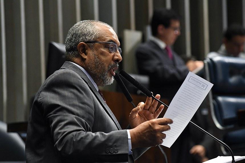 Plenário do Senado Federal durante sessão deliberativa ordinária.   Em discurso, à tribuna, senador Paulo Paim (PT-RS).  Foto: Jane de Araújo/Agência Senado