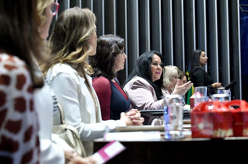 Plenário do Senado Federal durante sessão solene do Congresso Nacional destinada  à entrega do Diploma Bertha Lutz em sua 18ª premiação.   Mesa: senadora Mailza Gomes (PP-AC); senadora Zenaide Maia (Pros-RN); senadora Soraya Thronicke (PSL-MS); senadora Daniella Ribeiro (PP-PB); senadora Simone Tebet (MDB-MS);  presidente do Senado, senador Davi Alcolumbre (DEM-AP);   senadora Eliziane Gama (PPS-MA);  senadora Leila Barros (PSB-DF);  senadora Rose de Freitas (Pode-ES); senadora Selma Arruda (PSL-MT);  senadora Kátia Abreu (PDT-TO).   Foto: Geraldo Magela /Agência Senado