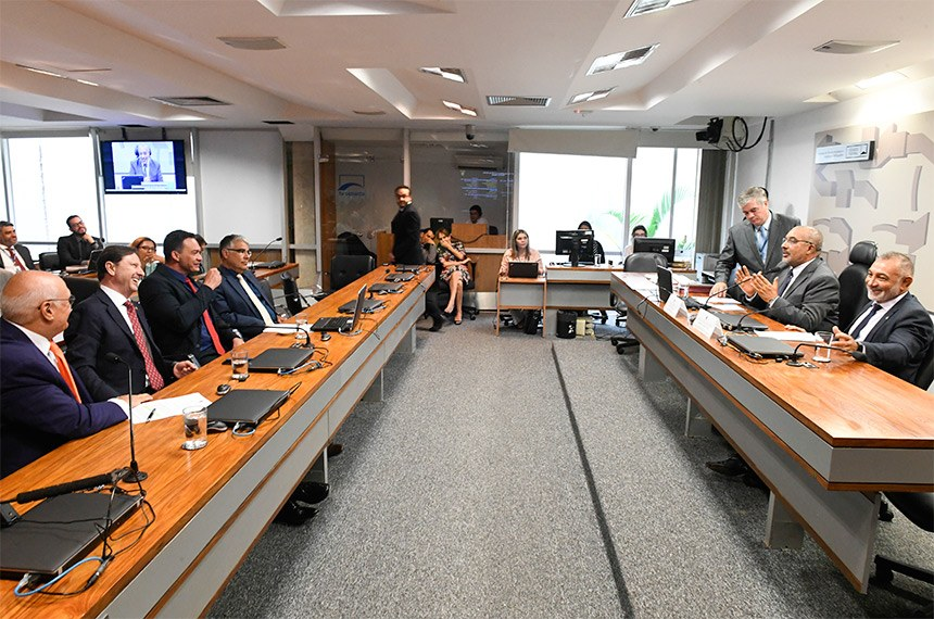 Comissão de Direitos Humanos e Legislação Participativa (CDH) realiza reunião deliberativa com 6 itens. Entre eles, o PLS 402/2018, que trata sobre normas de acessibilidade para o desenvolvimento urbano.  Mesa: presidente da CDH, senador Paulo Paim (PT-RS); vice-presidente da CDH, senador Telmário Mota (Pros-RR).  Bancada: senador Lasier Martins (Pode-RS);  senador Acir Gurgacz (PDT-RO); senador Styvenson Valentim (Pode-RN).  Foto: Edilson Rodrigues/Agência Senado