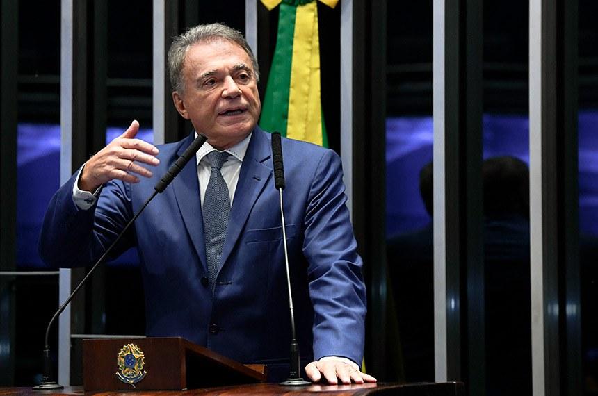 Plenário do Senado Federal durante sessão deliberativa extraordinária.   À tribuna, em discurso, senador Alvaro Dias (Pode-PR).   Foto: Marcos Oliveira/Agência Senado