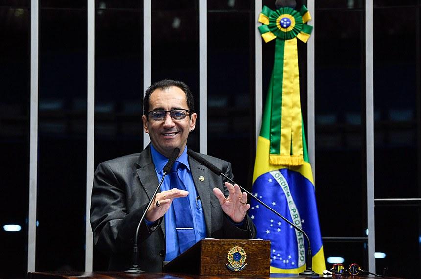 Plenário do Senado Federal durante sessão deliberativa extraordinária.   Em discurso, à tribuna, senador Jorge Kajuru (PSB-GO).  Foto: Marcos Oliveira/Agência Senado