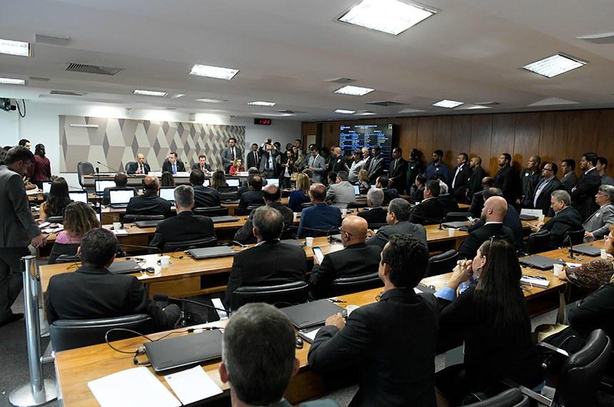 Comissão Mista da Medida Provisória (CMMPV) nº 862, de 2018, que altera Estatuto da Metrópole, realiza audiência pública interativa com a participação dos governadores de Goiás, Minas Gerais e Distrito Federal.   Mesa:  secretário de Estado de Relações Institucionais do Distrito Federal, Vitor Paulo;  presidente da CMMPV 862/2018, senador Rodrigo Pacheco (DEM-MG);  relator da CMMPV 862/2018, deputado José Nelto (Pode-GO);  procuradora de Estado do Goiás, Melissa Andrea Lins Peliz.   Foto: Roque de Sá/Agência Senado