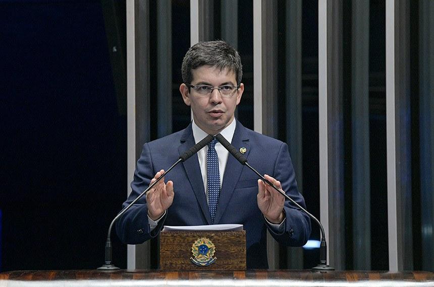 Plenário do Senado Federal durante sessão deliberativa ordinária.    Em discurso, à tribuna, senador Randolfe Rodrigues (Rede-AP).  Foto: Roque de Sá/Agência Senado