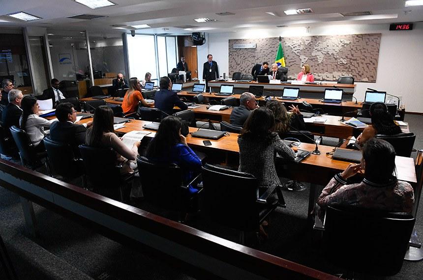Comissão de Desenvolvimento Regional e Turismo (CDR) realiza reunião. 1ª parte: eleição do vice-presidente da comissão; 2ª parte: reunião administrativa; 3ª parte: deliberativa com 9 requerimentos para realização de audiências públicas.  Mesa: presidente da CDR, senador Izalci (PSDB-DF);  vice-presidente da CDR, senadora Zenaide Maia (Pros-RN).  Foto: Marcos Oliveira/Agência Senado