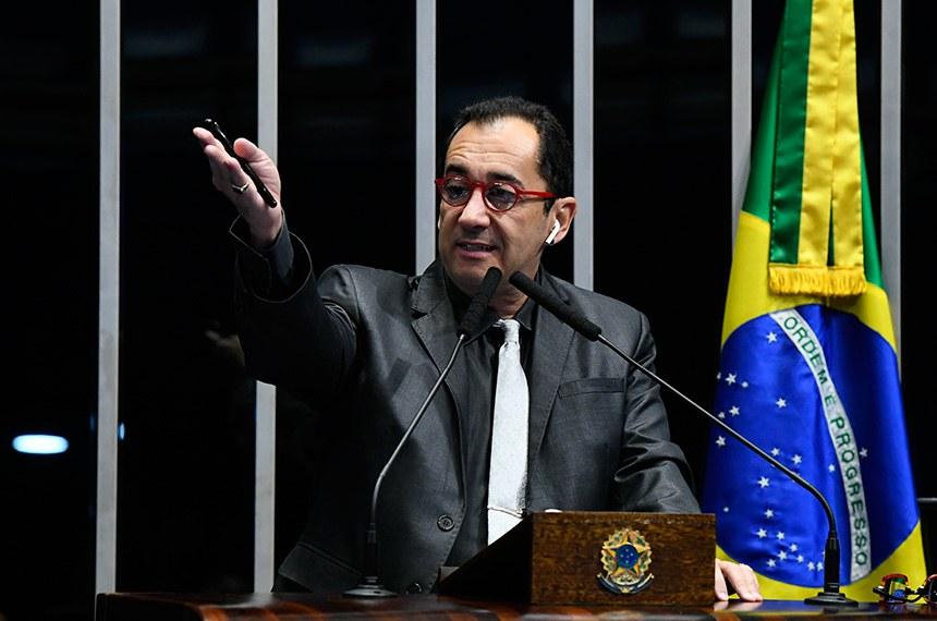 Plenário do Senado Federal durante sessão não deliberativa.   Em discuso, à tribuna, senador Jorge Kajuru (PSB-GO).  Foto: Marcos Oliveira/Agência Senado