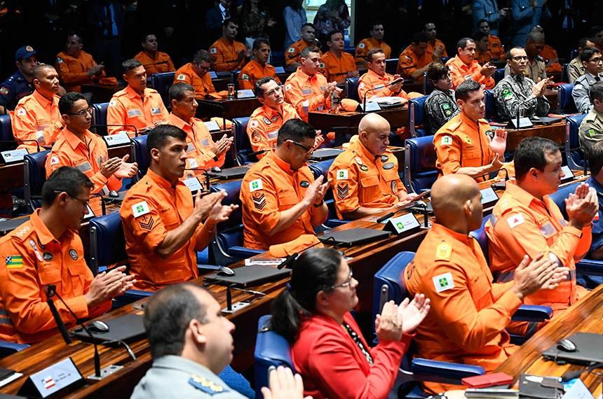 Plenário do Senado Federal durante sessão especial destinada a homenagear as Corporações dos Corpos de Bombeiros que atuaram no resgate das vítimas do rompimento da barragem de Brumadinho.   Corporações dos Corpos de Bombeiros Militar acompanham sessão.  Foto: Marcos Oliveira/Agência Senado