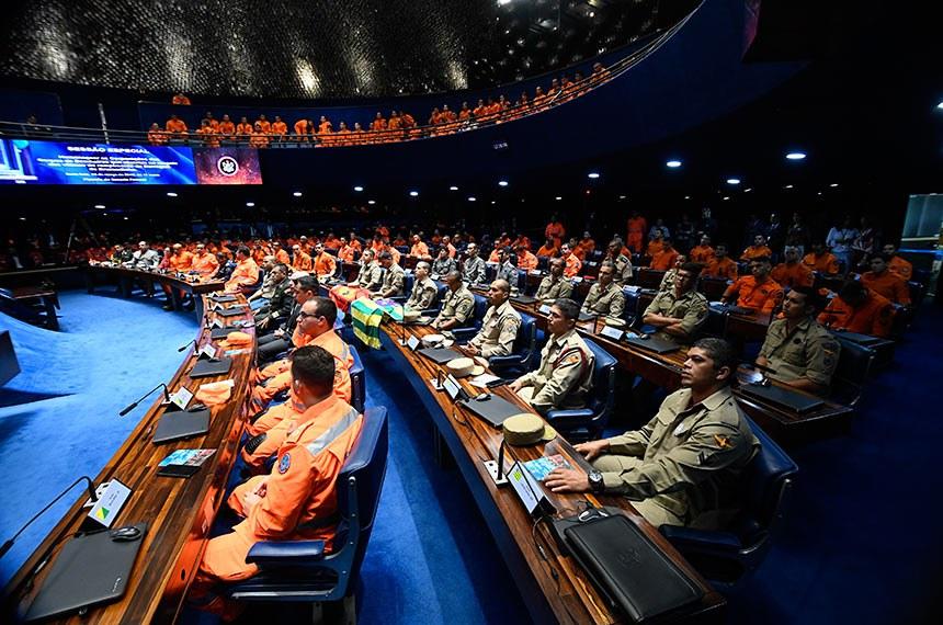 Plenário do Senado Federal durante sessão especial destinada a homenagear as Corporações dos Corpos de Bombeiros que atuaram no resgate das vítimas do rompimento da Barragem de Brumadinho.   Foto: Marcos Oliveira/Agência Senado