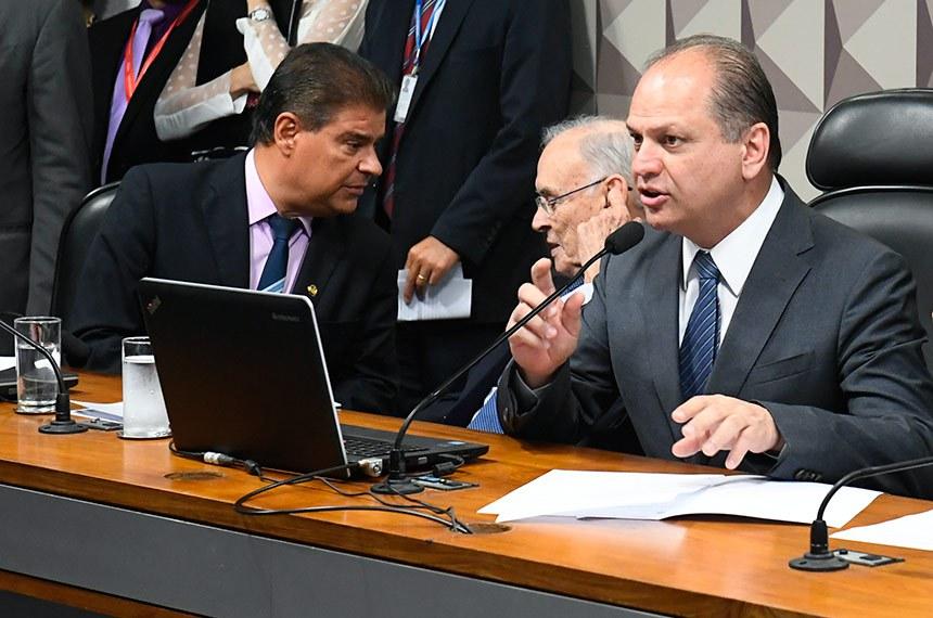 Para presidente da comissão, deputado Ricardo Barros (à dir., ao lado dos senadores Nelsinho Trad e Arolde de Oliveira), MP é importante para manter santas casas e hospitais filantrópicos no SUS