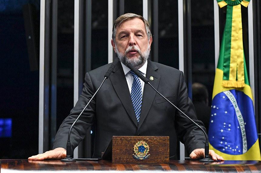 Plenário do Senado Federal durante sessão deliberativa ordinária.   À tribuna, em discurso, senador Flávio Arns (Rede-PR).   Foto: Jefferson Rudy/Agência Senado