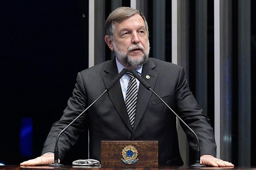 Plenário do Senado Federal durante sessão deliberativa ordinária.   À tribuna, em discurso, senador Flávio Arns (Rede-PR).   Foto: Waldemir Barreto/Agência Senado