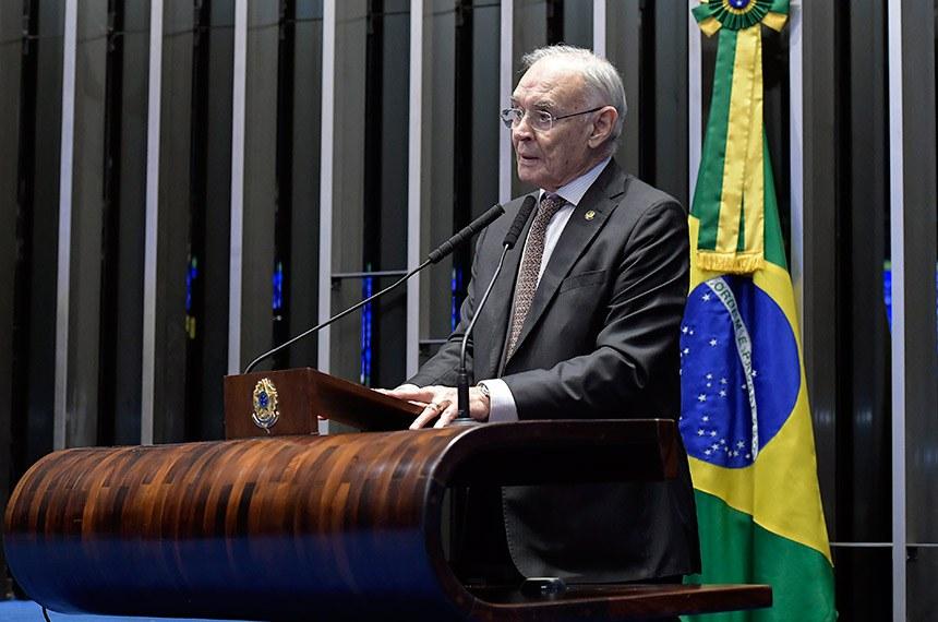 Plenário do Senado Federal durante sessão deliberativa ordinária.   À tribuna, em discurso, senador Arolde de Oliveira (PSD-RJ).   Foto: Waldemir Barreto/Agência Senado