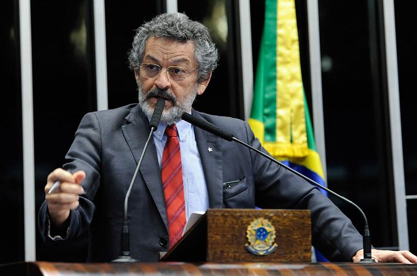 Plenário do Senado Federal durante sessão não deliberativa.   À tribuna, em discurso, senador Paulo Rocha (PT-PA).   Foto: Jane de Araújo/Agência Senado