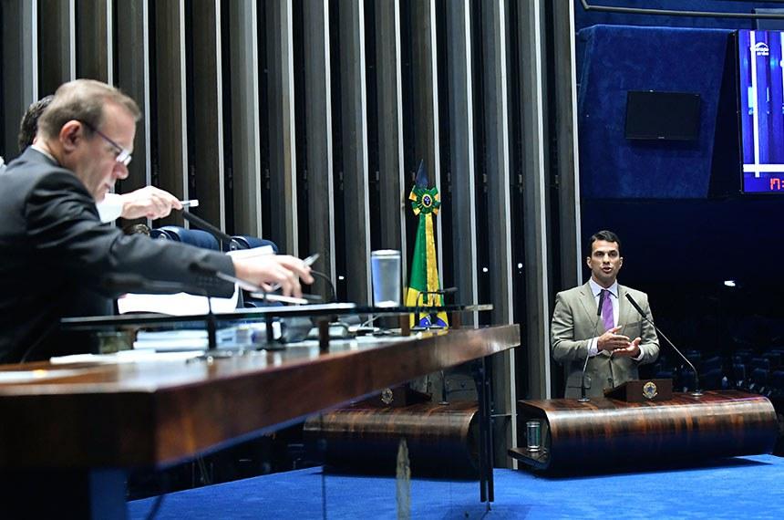 Plenário do Senado Federal durante sessão não deliberativa.   Em discurso, à tribuna, senador Irajá (PSD-TO).  Mesa: senador Wellington Fagundes (PR-MT); senador Styvenson Valentim (Pode-RN).   Foto: Geraldo Magela/Agência Senado