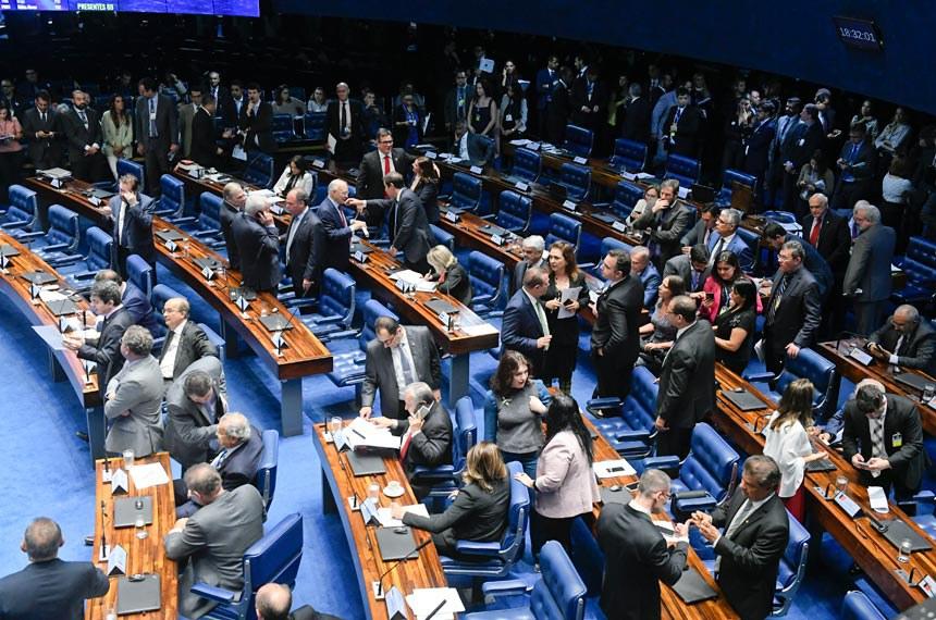 Plenário do Senado Federal durante sessão deliberativa ordinária. Ordem do dia.  Em pronunciamento, à bancada, senador Randolfe Rodrigues (Rede-AP).  Participam: senador Jean Paul Prates (PT-RN); senador Rodrigo Pacheco (DEM-MG); senador Wellington Fagundes (PR-MT); senadora Kátia Abreu (PDT-TO);  senadora Mara Gabrilli (PSDB-SP).  Foto: Roque de Sá/Agência Senado