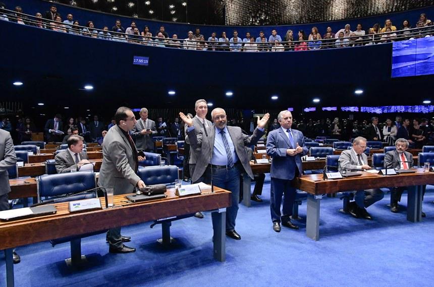 Plenário do Senado Federal durante sessão deliberativa ordinária. Ordem do dia.  Participam: senador Izalci (PSDB-DF);  senador Jorge Kajuru (PSB-GO);  senador Lucas Barreto (PSD-AP);  senador Paulo Paim (PT-RS);  senador Paulo Rocha (PT-PA);  senador Renan Calheiros (MDB-AL).  Foto: Waldemir Barreto/Agência Senado