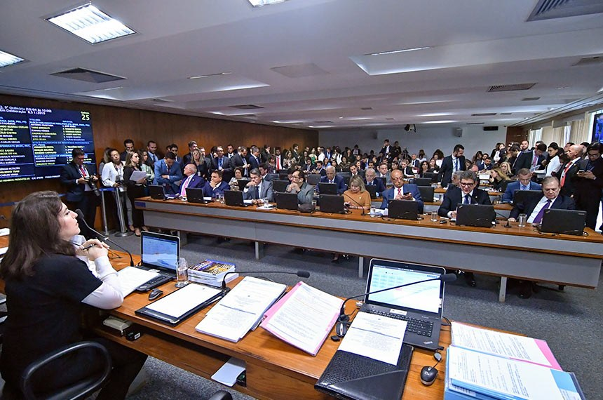 Comissão de Constituição, Justiça e Cidadania (CCJ) realiza reunião com 15 itens. Entre eles, o PL 1256/2019, que acaba com cotas para mulheres na política.  À mesa, presidente da CCJ, senadora Simone Tebet (MDB-MS).  Bancada: senador Lasier Martins (Pode-RS); senador Alessandro Vieira (PPS-SE); senador Jorge Kajuru (PSB-GO); senador Major Olimpio (PSL-SP);  senador Marcio Bittar (MDB-AC); senador Esperidião Amin (PP-SC); senador Rogério Carvalho Santos (PT-SE); senadora Juíza Selma (PSL-MT); senador Rogério Carvalho Santos (PT-SE), em pronunciamento; senador Tasso Jereissati (PSDB-CE).   Foto: Geraldo Magela/Agência Senado