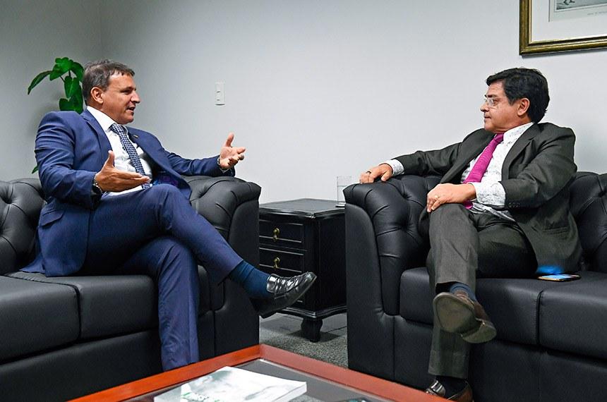 Encontro do ouvidor do Senado Federal, senador Marcio Bittar (MDB-AC), com o ouvidor da Câmara dos Deputados, deputado Eduardo Barbosa (PSDB-MG).   Foto: Marcos Oliveira/Agência Senado