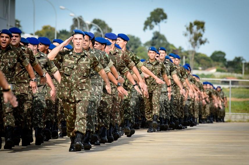 Ministro da Defesa visita Guarnição do Comando de Aviação do Exército Brasileiro em Taubaté (SP).   Foto: Alexandre Manfrim/Min. Defesa