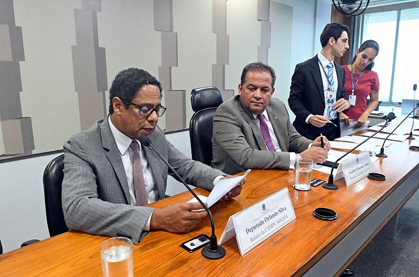 Comissão Mista da Medida Provisória (CMMPV) nº 869/2018, que trata sobre a proteção de dados pessoais, realiza reunião para apreciação do plano de trabalho.  À mesa: relator da CMMPV 869/2018, deputado Orlando Silva (PCdoB-SP); presidente da CMMPV 869/2018, senador Eduardo Gomes (MDB-TO).  Foto: Jefferson Rudy/Agência Senado