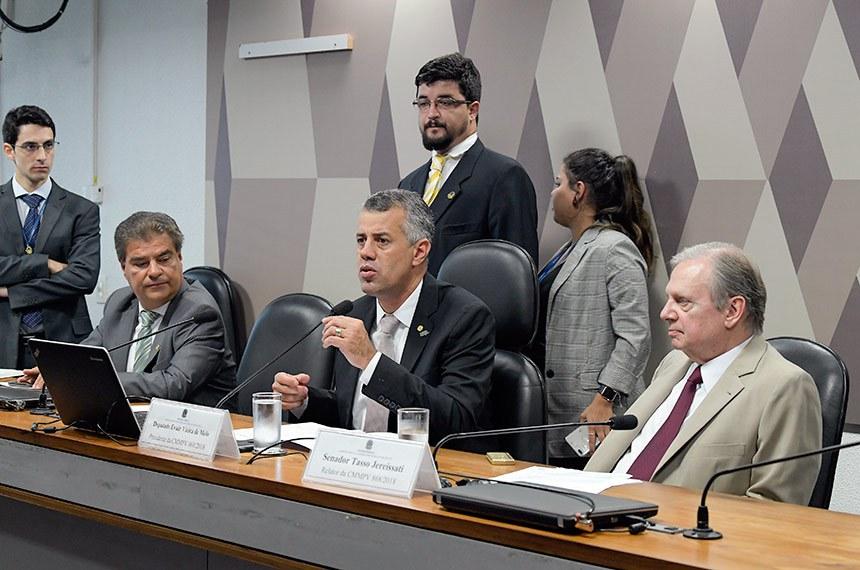 Comissão Mista da Medida Provisória CMMPV 868, de 2018. (Altera marco legal do saneamento básico): apreciação de requerimentos.  Mesa: vice-presidente da CMMPV 868/2018, senador Nelsinho Trad (PSD-MS); presidente da CMMPV 868/2018, deputado Evair Vieira Melo (PP-ES); relator da CMMPV 868/2018, senador Tasso Jereissati (PSDB-CE).  Foto: Roque de Sá/Agência Senado