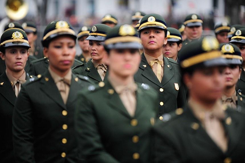 07/09/2015 - Desfile cívico-militar do 7 de setembro na Avenida Presidente Vargas, centro do Rio de Janeiro.
