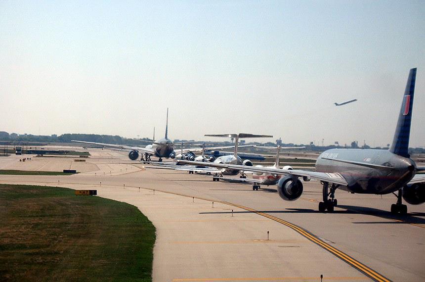 Aviões no pátio do aeroporto