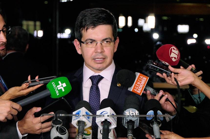 Senador Randolfe Rodrigues (Rede-AP)  concede entrevista.  Foto: Jonas Pereira/Agência Senado