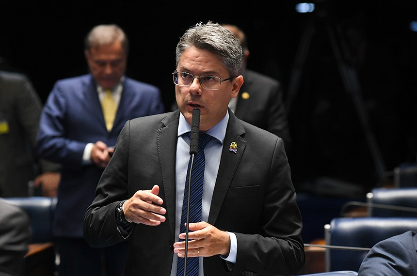 Senador Alessandro Vieira anunciou que apresentou denúncia de crime de responsabilidade contra os ministros Alexandre de Moraes e Dias Toffoli, que será apoiada por diversos outro parlamentares
