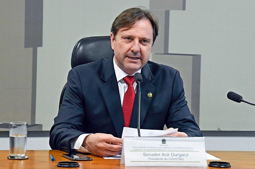 Subcomissão Temporária sobre Mobilidade Urbana (CDHSTMU) realiza reunião para apresentação do plano de trabalho.   À mesa, presidente da CDHSTMU, senador Acir Gurgacz (PDT-RO).  Foto: Roque de Sá/Agência Senado