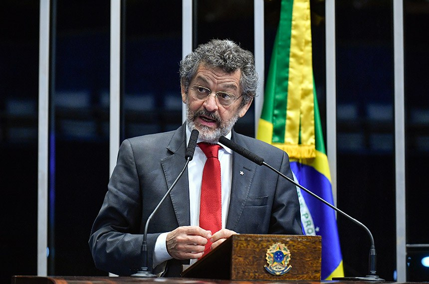 Plenário do Senado Federal durante sessão não deliberativa extraordinária.  Em discurso, à tribuna, senador Paulo Rocha (PT-PA).  Foto: Geraldo Magela/Agência Senado