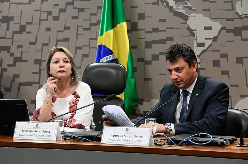 Comissão Mista da Medida Provisória (CMMPV) nº 867 de 2018, que dispõe sobre a extensão do prazo para adesão ao Programa de Regularização Ambiental (PRA), realiza reunião para apreciação de relatório.   Mesa: presidente da CMMPV 867/2018, senadora Juíza Selma; (PSL-MT); relator da CMMPV 867/2018, deputado Sergio Souza (MDB-PR).  Foto: Marcos Oliveira/Agência Senado