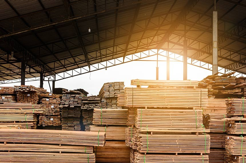 Wood factory stock and lumber board with nature business export  ----------  Madeira estocada em fábrica, madeireira. Madeira cortada, empilhada e estocada. Construção, móveis