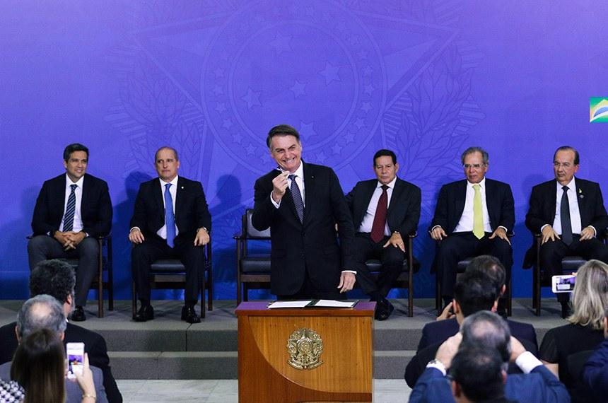 24.04.2019 O presidente Jair Bolsonaro sanciona a Lei Complementar 420, que cria a Empresa Simples de Crédito (ESC), em cerimônia no Palácio do Planalto.