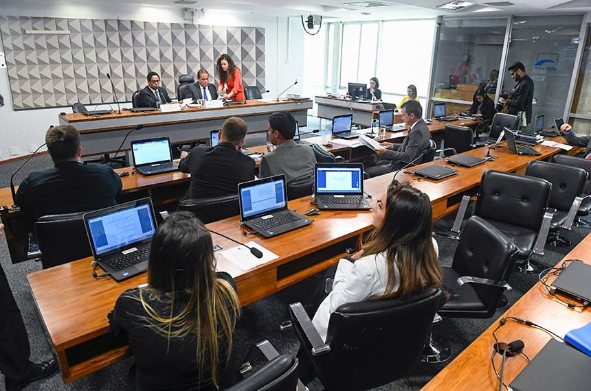 Comissão Mista da Medida Provisória (CMMPV) nº 869, de 2018, que dispõe sobre a proteção de dados pessoais e cria a Autoridade Nacional de Proteção de Dados, realiza reunião para apreciação de relatório.  Mesa: relator da CMMPV 869/2018, deputado Orlando Silva (PCdoB-SP); presidente da CMMPV 869/2018, senador Eduardo Gomes (MDB-TO).  Bancada: deputado Celso Russomanno (PRB-SP); senador Rodrigo Pacheco (DEM-MG); deputado Vinicius Poit (Novo-SP); deputado Felipe Rigoni (PSB-ES).  Foto: Marcos Oliveira/Agência Senado