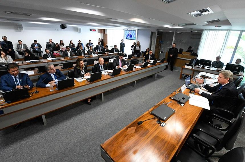 Comissão de Educação, Cultura e Esporte (CE) realiza reunião com 4 itens. Na pauta, requerimento de criação de Subcomissão de Esporte e Educação Física.  Em pronunciamento, à mesa, presidente da CE, senador Dário Berger (MDB-SC).  Bancada: senador Nelsinho Trad (PSD-MS); senador Izalci (PSDB-DF); senadora Leila Barros (PSB-DF); senador Confúcio Moura (MDB-RO); senador Marcos do Val (PPS-ES);  senador Flávio Arns (Rede-PR).   Foto: Edilson Rodrigues/Agência Senado