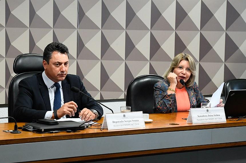 Comissão Mista da Medida Provisória (CMMPV) nº 867 de 2018, que dispõe sobre a extensão do prazo para adesão ao Programa de Regularização Ambiental (PRA), realiza reunião deliberativa para apreciação de relatório.   Mesa:  relator da CMMPV 867/2018, deputado Sergio Souza (MDB-PR);  presidente da CMMPV 867/2018, senadora Juíza Selma (PSL-MT).  Foto: Marcos Oliveira/Agência Senado