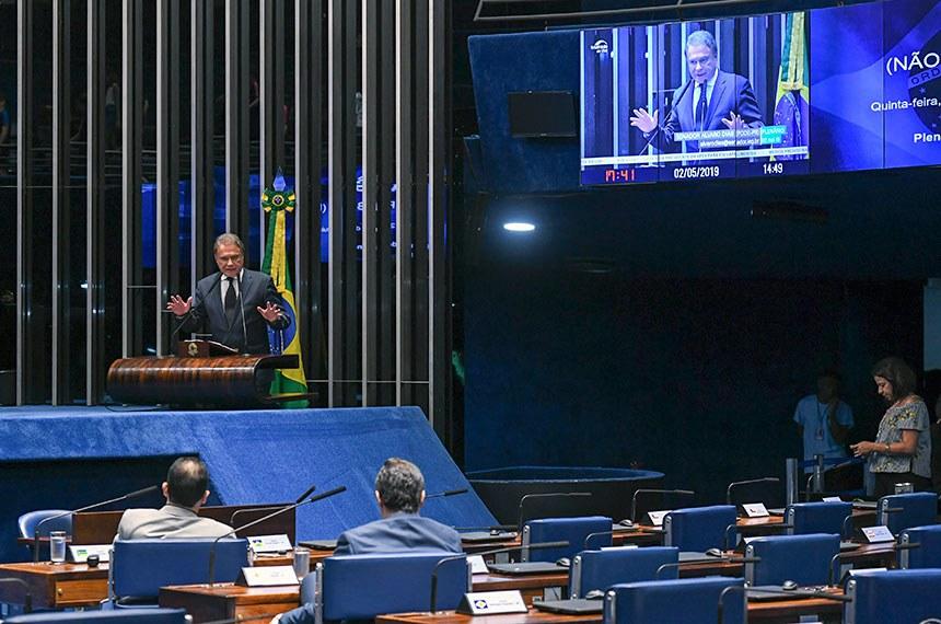 Plenário do Senado Federal durante sessão não deliberativa.   Em discurso, à tribuna, senador Alvaro Dias (Pode-PR).  Foto: Jefferson Rudy/Agência Senado