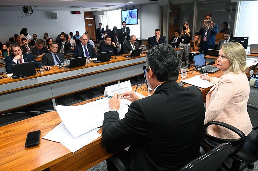 Comissão Mista da Medida Provisória nº 867, de 2018. (Programa de Regularização Ambiental): apreciação de relatório.  Mesa: presidente da CMMPV867/2018, senadora Juíza Selma; (PSL-MT); relator da CMMPV 867/2018, deputado Sergio Souza (MDB/PR).  Foto: Marcos Oliveira/Agência Senado