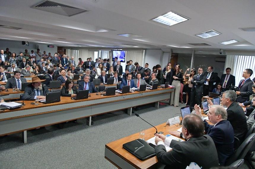 Comissão Mista da Medida Provisória (CMMPV) nº 868, de 2018, que altera o marco legal do saneamento básico, realiza reunião para apreciação de relatório.  Mesa: presidente da CMMPV 868/2018, deputado Evair Vieira de Melo (PP-ES); relator da CMMPV 868/2018, senador Tasso Jereissati (PSDB-CE) .  Bancada: deputado Nelson Barbudo (PSL-MT); deputada Alice Portugal (PCdoB-BA); deputado Glauber Braga (PSOL-RJ);  senador Marcio Bittar (MDB-AC);  senador Fernando Bezerra Coelho (MDB-PE).  Foto: Waldemir Barreto/Agência Senado