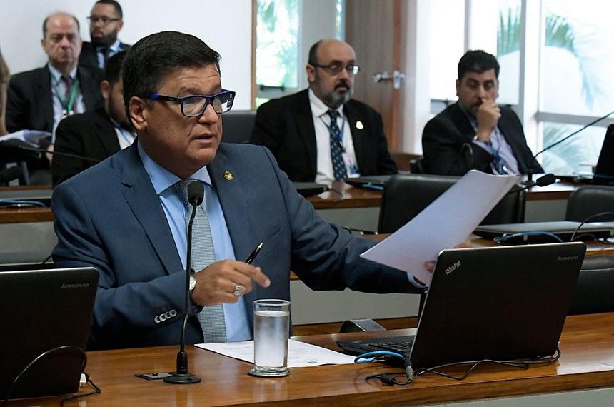 Comissão de Meio Ambiente (CMA) realiza reunião deliberativa com 11 itens, entre eles, o PLC 78/2017, que modifica a definição de semiárido.   Bancada: senador Confúcio Moura (MDB-RO); senador Carlos Viana (PSD-MG).  Foto: Waldemir Barreto/Agência Senado