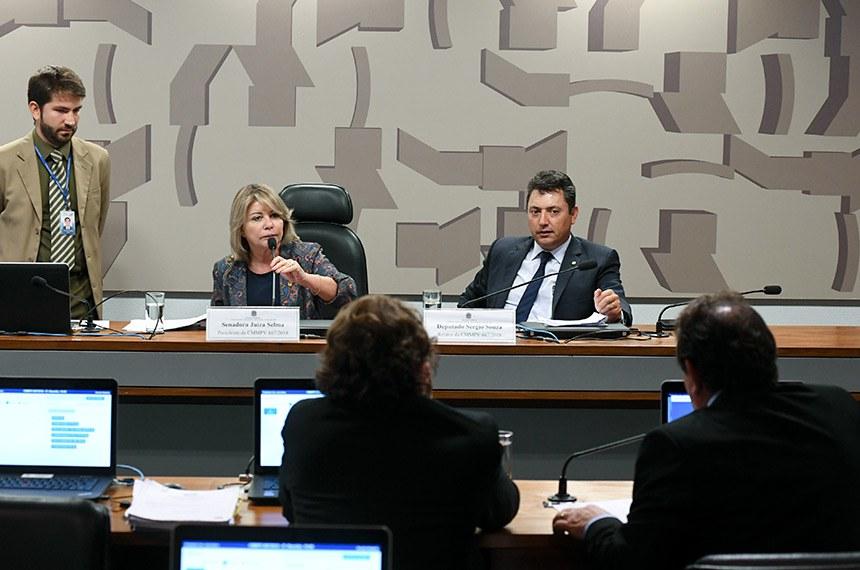 Comissão Mista da Medida Provisória (CMMPV) nº 867 de 2018, que dispõe sobre a extensão do prazo para adesão ao Programa de Regularização Ambiental (PRA), realiza reunião deliberativa para apreciação de relatório.   Mesa:  presidente da CMMPV 867/2018, senadora Juíza Selma (PSL-MT);  relator da CMMPV 867/2018, deputado Sergio Souza (MDB-PR).  Foto: Jefferson Rudy/Agência Senado