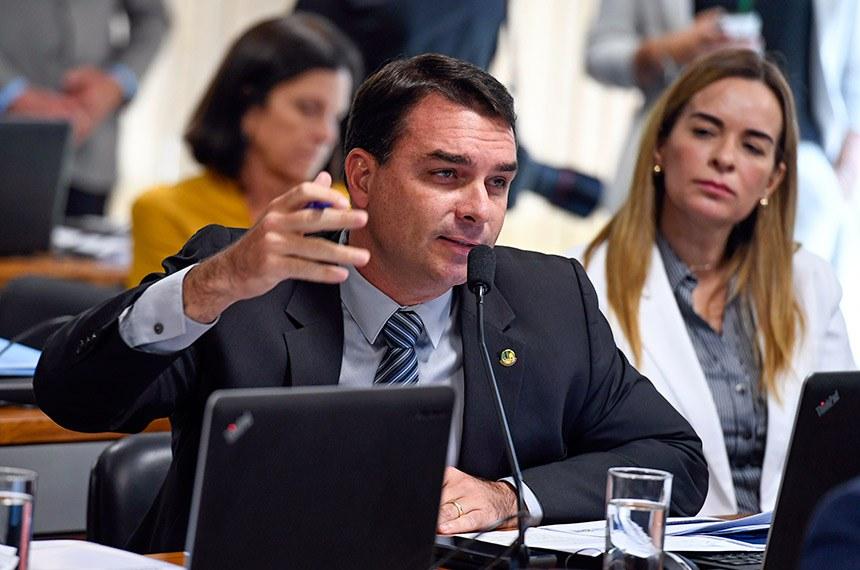 Comissão de Constituição, Justiça e Cidadania (CCJ) realiza  audiência pública com o ministro da Justiça para apresentar metas e diretrizes da pasta e detalhar o pacote anticrime.  Em pronunciamento, senador Flávio Bolsonaro (PSL-RJ).  Foto: Edilson Rodrigues/Agência Senado