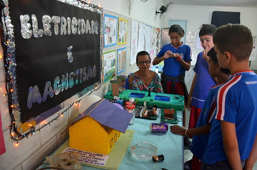 Alunos mostram aprendizado em feira de ciências