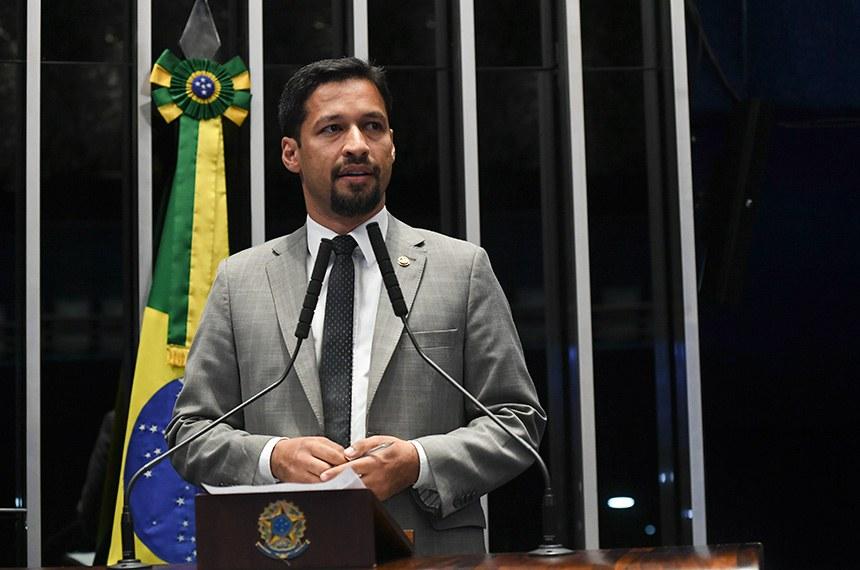 Plenário do Senado Federal durante sessão não deliberativa.   Em discurso, à tribuna, senador Rodrigo Cunha (PSDB-AL).  Foto: Jefferson Rudy/Agência Senado