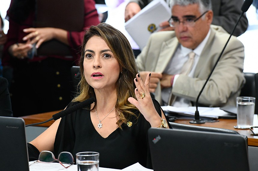 Comissão de Direitos Humanos e Legislação Participativa (CDH) realiza reunião deliberativa com 30 itens. Entre eles, o PLC 104/2018, que proíbe a venda de narguilé e acessórios a crianças e adolescentes. À bancada, em pronunciamento, senadora Soraya Thronicke (PSL-MS). Foto: Marcos Oliveira/Agência Senado