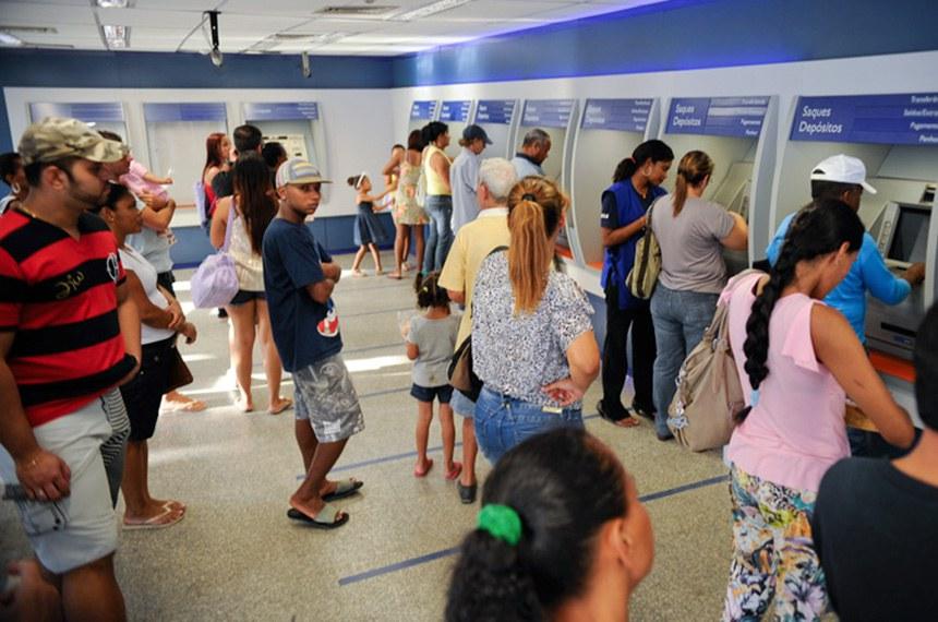 Apesar de o governo ter desmentido boato sobre fim do Bolsa Família, muitos beneficiários procuraram as agências da Caixa para checar se o benefício está sendo pago