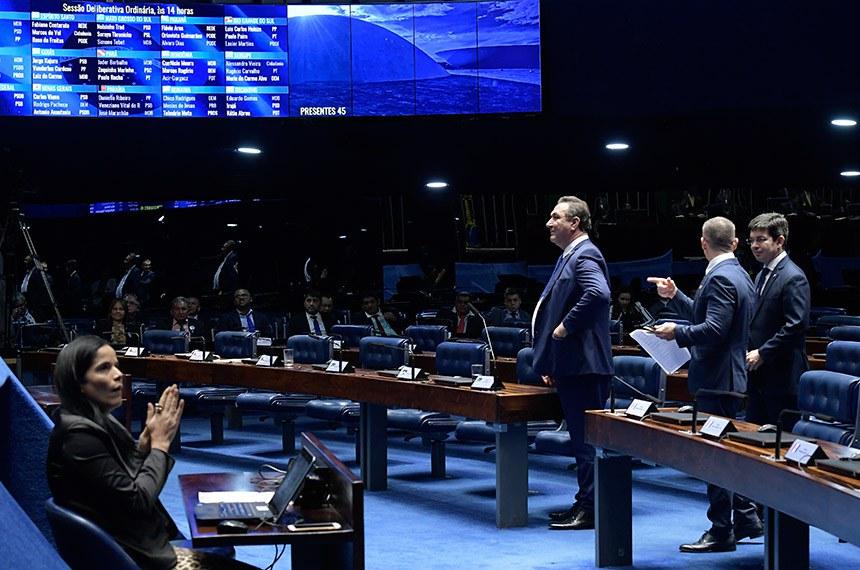 Plenário do Senado Federal durante sessão deliberativa ordinária.   Bancada: senador Confúcio Moura (MDB-RO); senador Lucas Barreto (PSD-AP);  senador Randolfe Rodrigues (Rede-AP).  Foto: Waldemir Barreto/Agência Senado