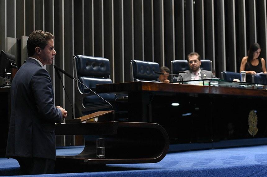 Plenário do Senado Federal durante sessão deliberativa ordinária.   Senador Plínio Valério (PSDB-AM) à mesa.  Em discurso, à tribuna, senador Veneziano Vital do Rêgo (PSB-PB).  Foto: Jefferson Rudy/Agência Senado
