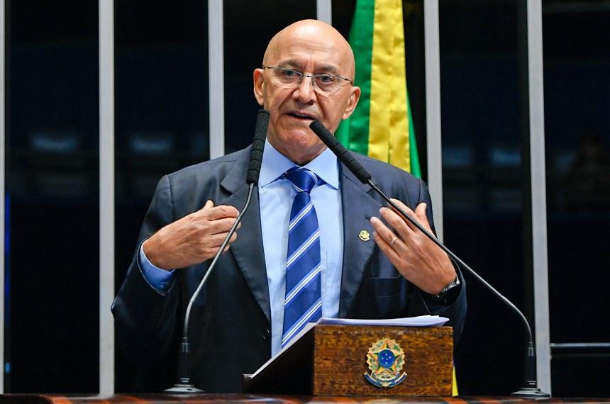 Plenário do Senado Federal durante sessão deliberativa ordinária.   Em discurso, à tribuna, senador Confúcio Moura (MDB-RO).  Foto: Moreira Mariz/Agência Senado